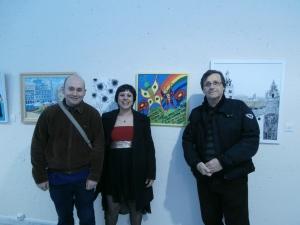 La ganadora del primer premio de pintura, Patricia Casado, junto a su novio y al Dr.Ramón Nadal, Director del Área de Salud Metal de Fundación