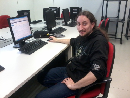 Vicente Cativiela, nuestro voluntario del taller de blogs