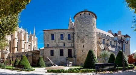 Panorámica de la Catedral de Santa Justa y el Palacio Arzobispal de Narbonne ( Frnacia)
