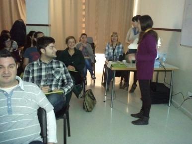 Los profesionales durante la sesión de formación