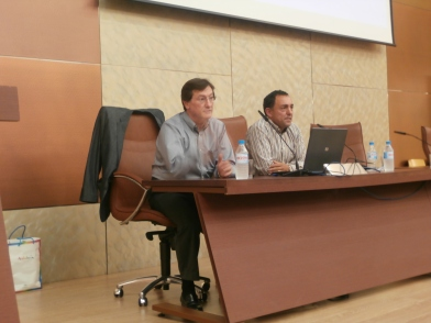 Adolfo Cangas y Roberto Zárate en la presentación de la ponencia