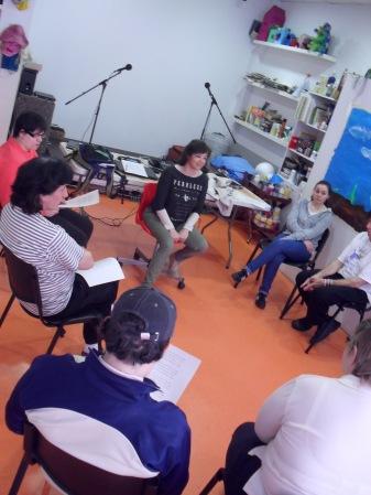 Yolanda, durante una sesión de radio teatro en Espacio Visiones
