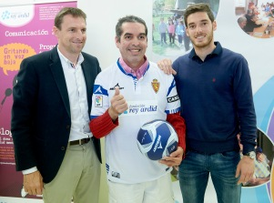 Constantino, nuestro veterano portero con los jugadores del R.Zaragoza