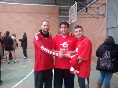 Parte del equipo con el trofeo del campeonato